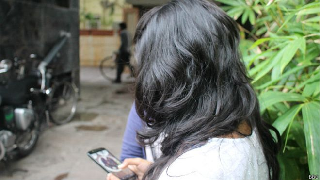 cyber_crime_teenagers_using_mobile_