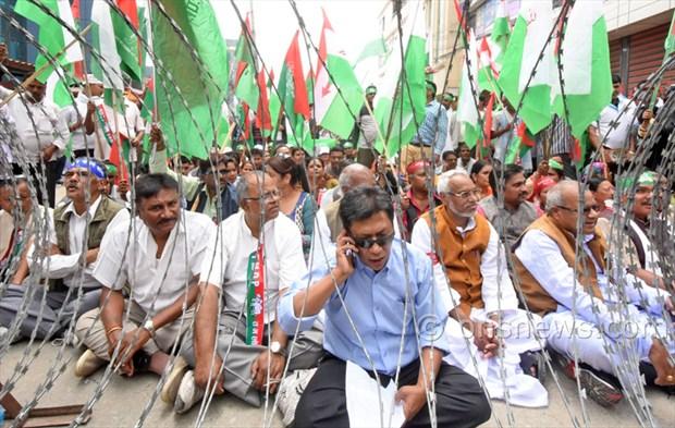 Madhesi protest against Govt at Singhdurbar2