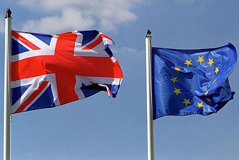 UK-EU-flag-pins